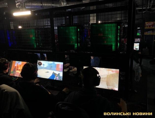 У Луцьку змагаються гравці у відеоігри. Приз фіналу – 20 тисяч доларів
