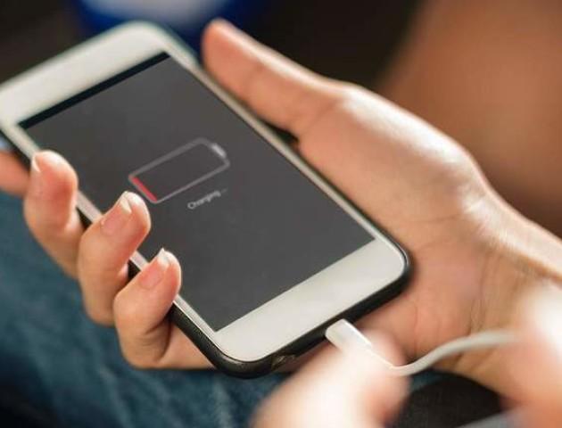 Більшість користувачів неправильно заряджають смартфони