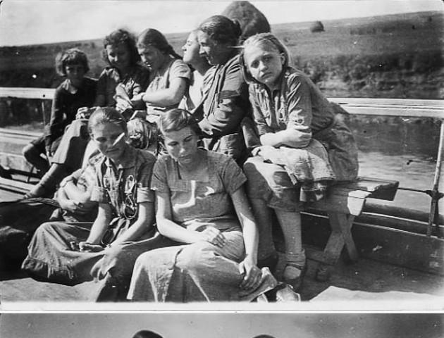 Річкова прогулянка Стиром 80 років тому. РЕТРОФОТО