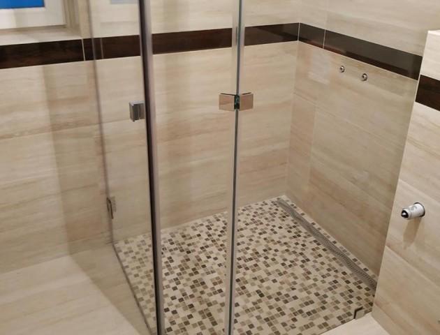 «Атлант плюс» пропонує стильні скляні душові кабіни. ФОТО