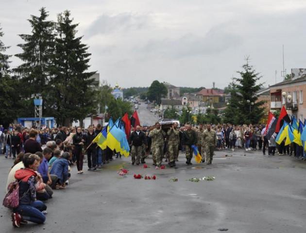 Горохів на колінах зустрів загиблого Миколу Вільчинського. ФОТО