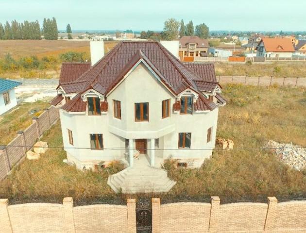 Під Луцьком продається розкішний будинок. ФОТО