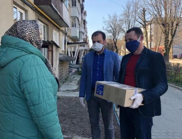 Карантин і благодійність: «Європейська Солідарність» на Волині роздає нужденним продукти і ліки