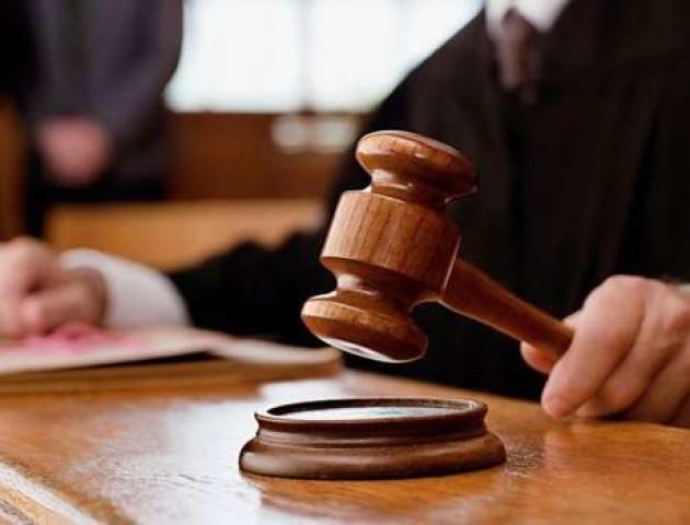 У Луцьку засудили шахрая,  який видурював гроші за неіснуючі пам'ятники