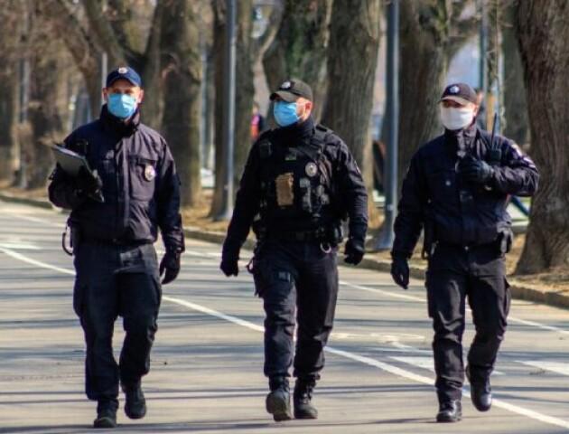 Поліція покарала двох лучан за порушення карантину