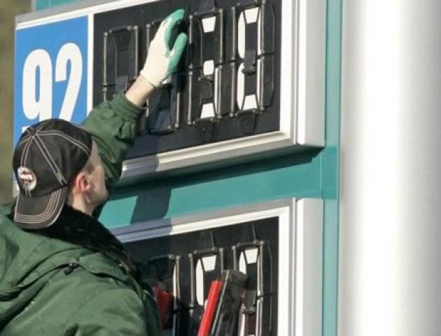 Прогноз експерта: протягом року ціна на бензин має знизитися десь на 80 копійок