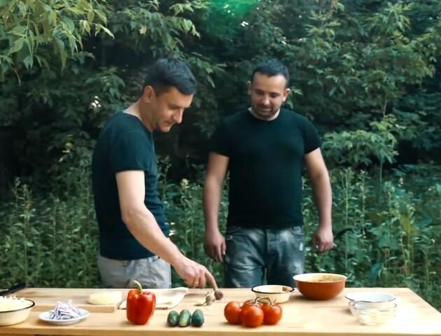 Лучани знімають фуд-блог «для американців»: самі готують, самі їдять