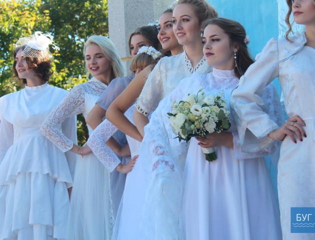 На Волині влаштували фешн-показ весільних суконь. ФОТО