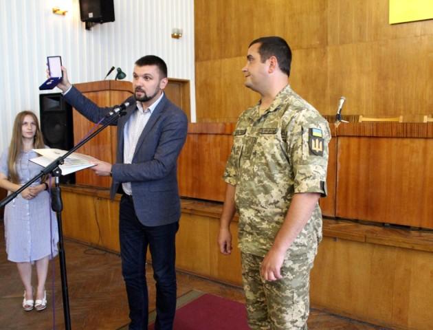 Волинський нардеп вручив державну відзнаку майору, який був в пеклі Іловайська