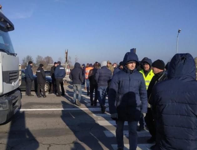 «Євробляхарі» розблоковують дороги і припиняють протест
