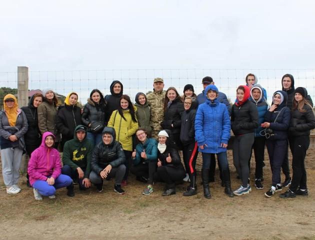 Як Колісник і Микитюк показували студентам першу в Україні ферму оленів. ФОТОРЕПОРТАЖ