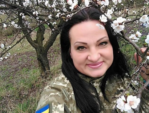 «Вона нас прикривала, скільки могла»: волиняни про загиблу на Сході волонтерку Яну Червону