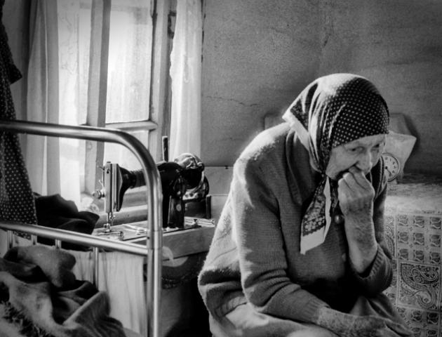 «Побудьте краще у безпеці!» У Луцьку створили чат для допомоги пенсіонерам: купують ліки і продукти