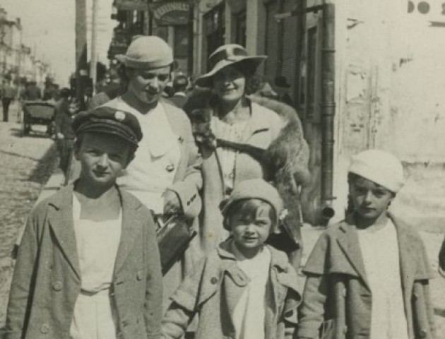 Машина Татра, випускники та вулиця Ягеллонська: Луцьк на світлинах 1930-х років. ЗГАДАТИ ВСЕ