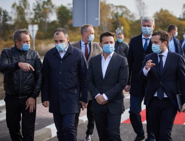 «Щоб «швидкі» краще їздили», - Зеленський про будівництво доріг під час епідемії