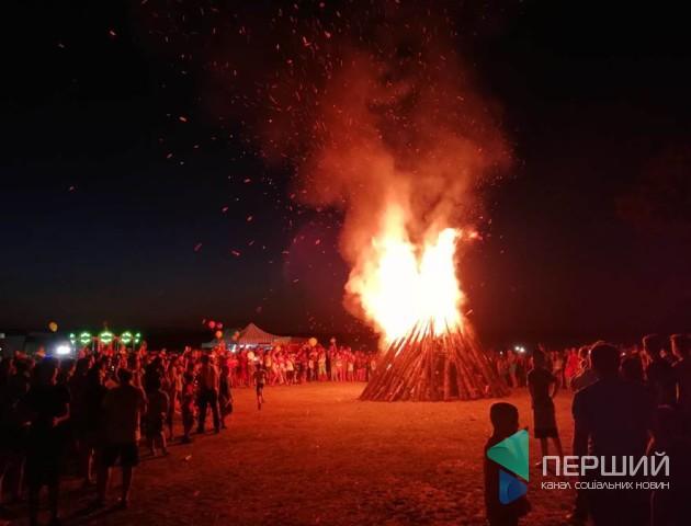 У Згоранах на Івана Купала запалили величезну ватру. ФОТО. ВІДЕО