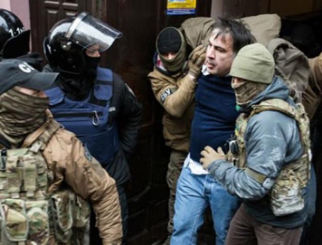 Активісти витягли Саакашвілі з машини СБУ. ФОТО. ВІДЕО