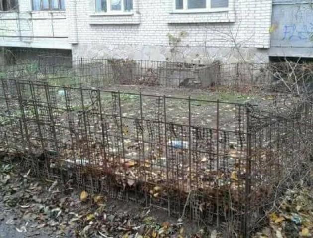 Муніципали нагадали, що у Луцьку заборонено облаштовувати городи біля багатоповерхівок