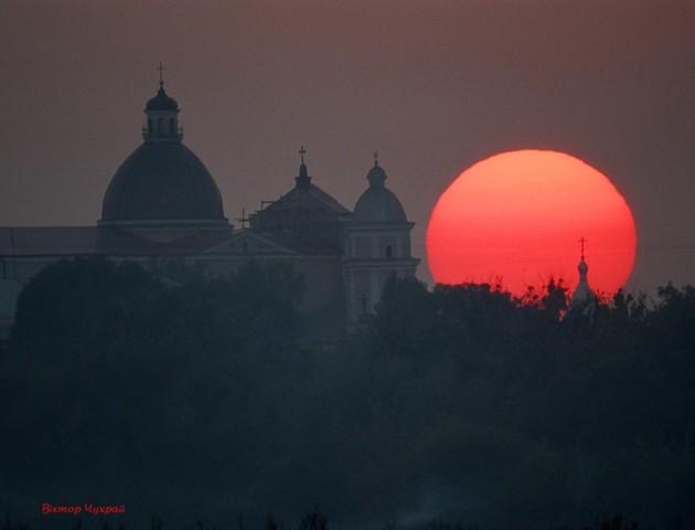 Неймовірне осіннє сонце над Луцьком. ФОТО