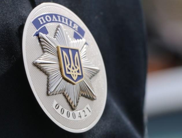 У Луцьку поліція затримала молодиків з металевими трубами