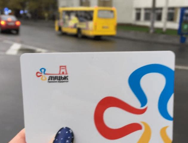 У Луцьку запускають першу маршрутку, де карткою треба скористатися двічі – на вході і виході
