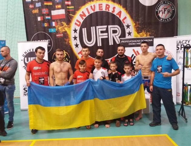 Волинські кікбоксери привезли медалі з турніру в Польщі