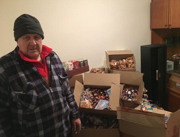 Луцькі волонтери збирають продукти харчування бійцям