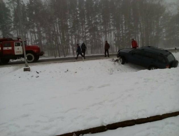 В Ковелі рятувальники витягували автомобіль, який знесло в кювет. ФОТО
