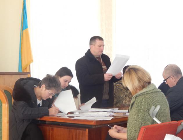 Горохівські депутати пояснили, чому не проголосували за підняття червоно-чорного прапора