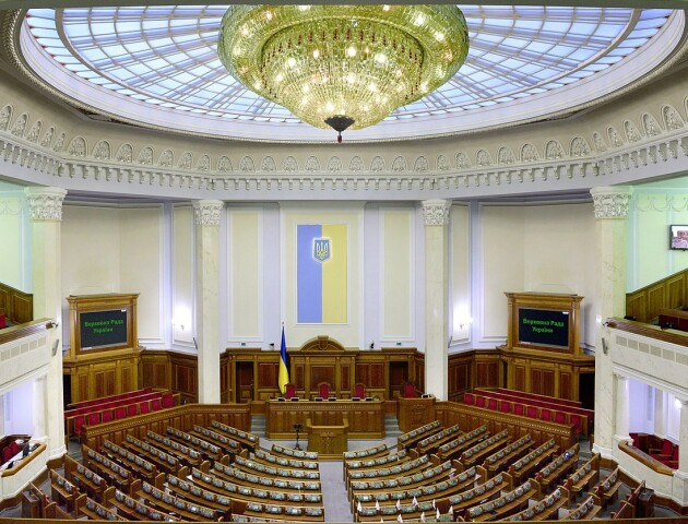 Тільки один з десяти українців задоволений роботою уряду і парламенту. Опитування