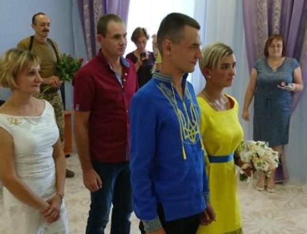 Волинські військові одружилися на передовій. ФОТО