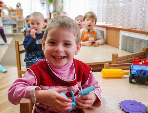«Усиновити хочуть здорових дітей. У наших, на жаль, мало шансів». Репортаж з будинку дитини у Луцьку