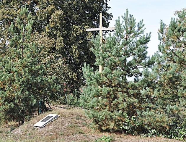 У селі на Волині хотіли звести дитмайданчик на старому кладовищі