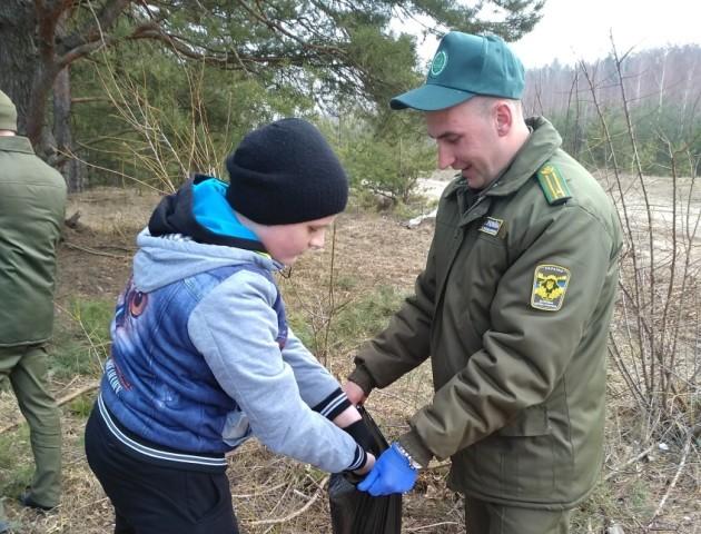На Волині влаштували генеральне прибирання у лісах. ФОТО