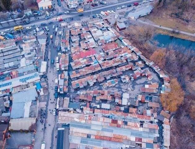 Луцькі муніципали попередили, що демонтаж контейнерів на Старому ринку відбудеться 12 лютого