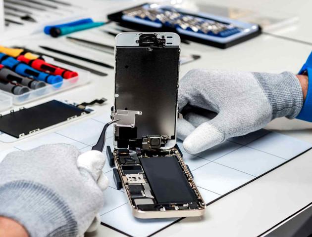 Apple звинуватили у монополії на ремонт телефонів