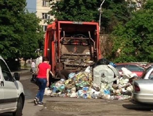 Вивезення сміття і прибирання вулиць у Володимирі – під загрозою