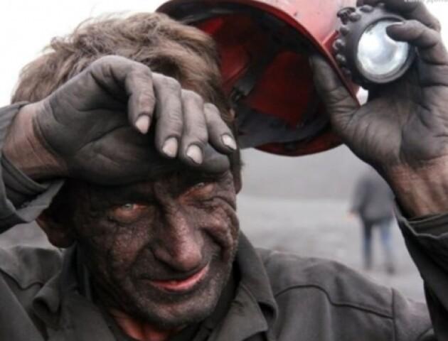 Волинський шахтар добу сидить під землею