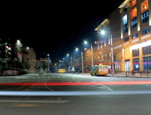 Гра зі світлом: лучанка поділилася дивовижними знімками міста. ФОТО