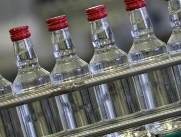 Закарпатця засудили за продаж контрафактного алкоголю на Волині