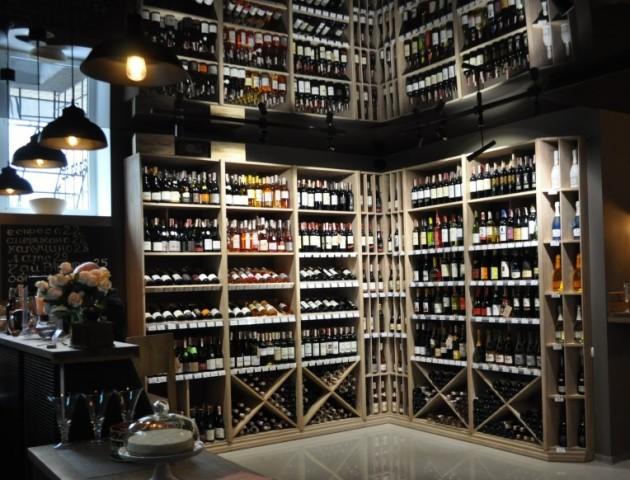 У Луцьку запрацював новий винний магазин. ФОТО