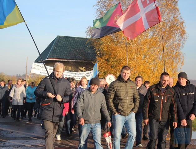 У Нововолинську шахтарі мітингують під міськрадою і погрожують іти на Київ. ФОТО