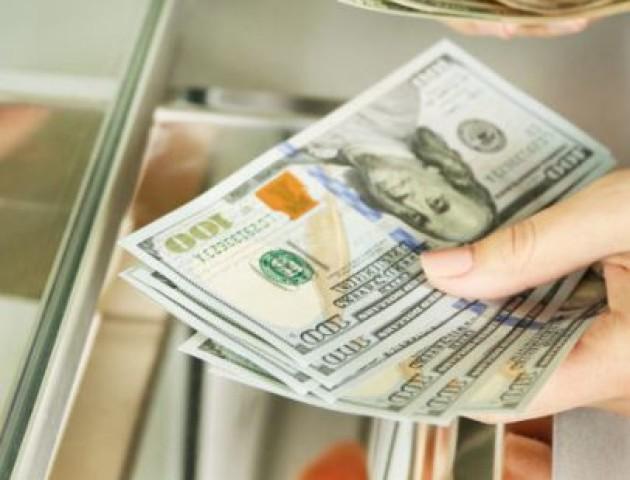 Курс валют на 23 жовтня: долар і євро дешевшають