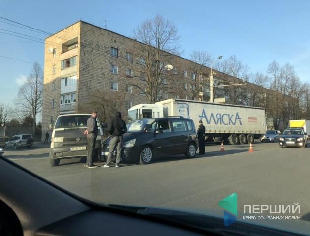 У Луцьку неподалік «Лучеська» зіткнулися два авто. ФОТО
