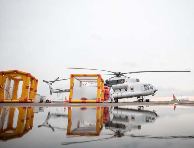 Українські рятувальники отримали санітарний вертоліт для хворих на коронавірус