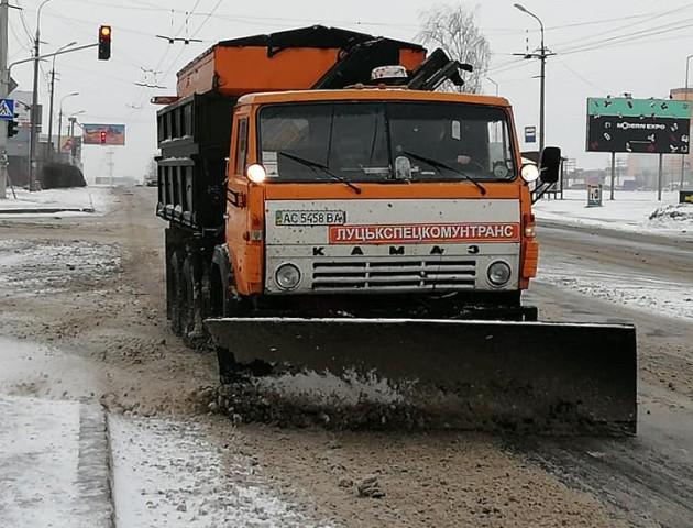 Як дороги Луцька чистять від снігу. ФОТО