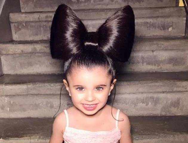 Маленька дівчинка вразила мережу розкішним волоссям. ФОТО. ВІДЕО