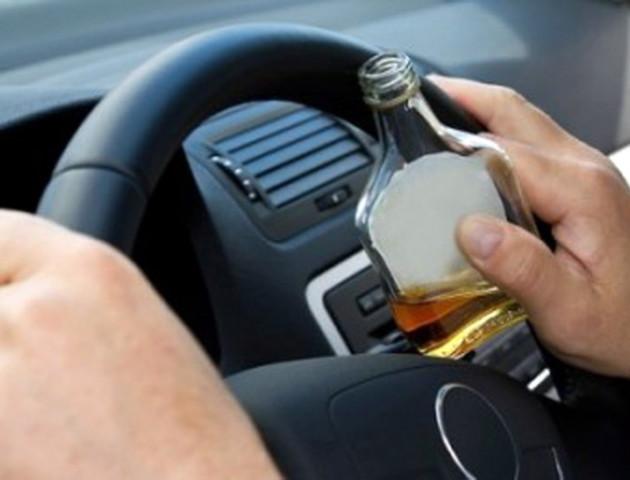 П'яний водій вкусив патрульного за палець