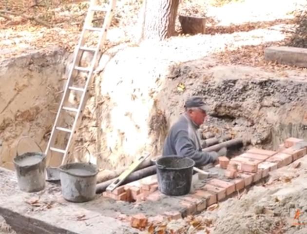 Величезну яму на Рівненській у Луцьку обіцяють засипати. ВІДЕО