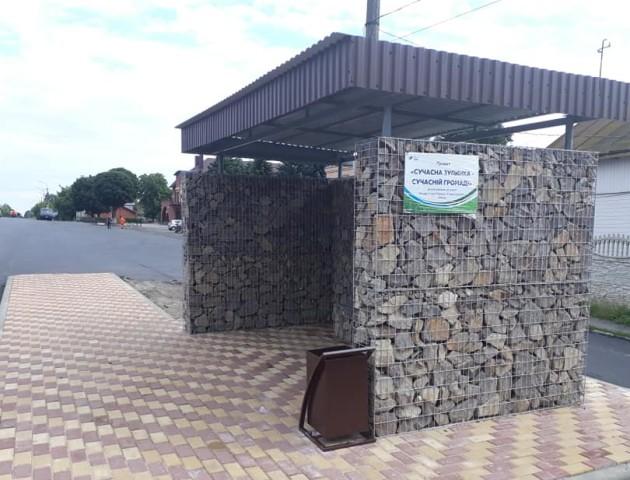 Під Луцьком встановили першу сучасну еко-зупинку. ФОТО